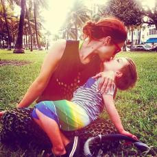 kisses on Miami Beach